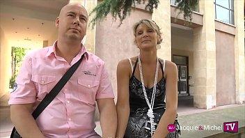 Filme de mulher transando com três homens de uma única vez