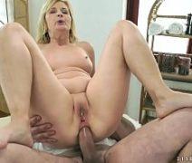 Vidio de sexo com massagem com loira madura dando o cu pro massagista