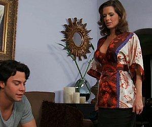 Mae tesuda e safada transando com o filho no sofá