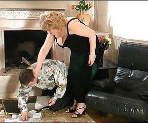 Porno russo com coroa rica trepando com o mordomo
