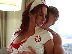 Sexo com enfermeira gostosa transando com o paciente