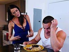 Traindo o marido com o melhor amigo do filho