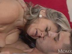 Coroa gostosa do lovecam transando em video porno
