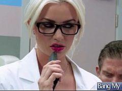 Medica e pesquisadora gostosa tratando disfunção eretil