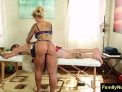 Massagem erotica com milf rabuda e peituda