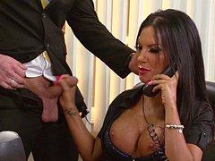 Porno com uma secretária tesuda dando pro chefe no escritório