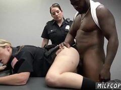 Redtube milf com policiais gostosas dando para o negão