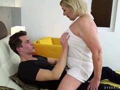 Novinho fazendo sexo beeg com coroas