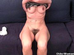 Xvideo coroa gostosa se masturbando na web cam