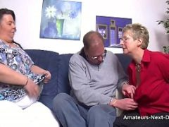 Velho coroa pauzudo transando com duas mulheres de 50