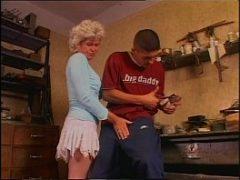 Videos pornos velhas dando em cima do funcionário do marido