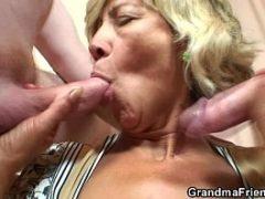 Garotos de programa no motel com a idosa do sexo
