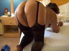 Gorda madura se masturbando antes do sexo