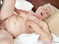 Fodendo no sexo anal com idosas