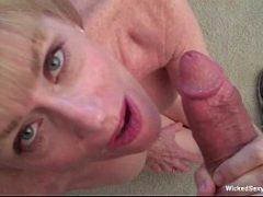 Idosas gostosas chupando o pau grosso no sexo