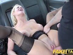 Velhas sexy transando dentro da van