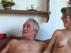 Sexo com velhasnaputaria menage á três