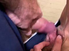 Sobrinha da bucetinha rosada dando para o tio mais velho