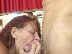 Porno de milf safada dando para o garotão de programa