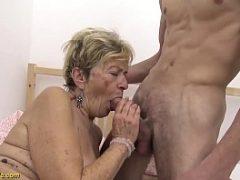 Novinho sarado comendo uma velha de 80 anos