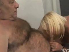 Marido caralhudo fudendo esposa gostosa
