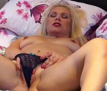 Xnvideos porno com loira se masturbando bem gostoso