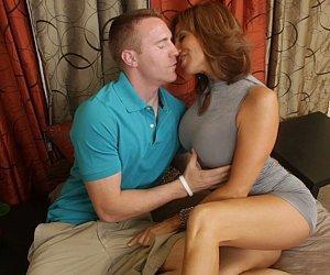 Vedeo porno com madura mamando gostoso antes de ser penetrada
