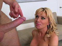 Madura bucetuda faz sexo vaginal e toma porra na cara