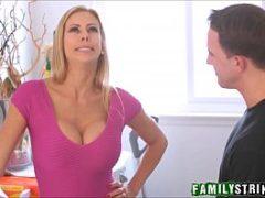 Sexo na area de lavar roupas com Alexis Fawx