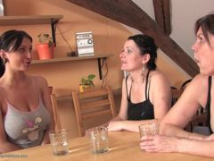 Xvideos lesbicas com duas maduras e uma ninfeta