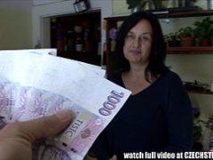 Coroa transando gostoso por dinheiro