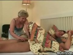 Sexo com a sogra viuva que adora me visitar no quarto