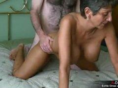 Esposa gata fodendo com seu marido peludo