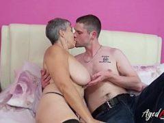 Maduras gostosas fazendo amor com um novinho