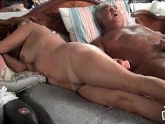 Casal de velhos transando no quarto bem safadamente