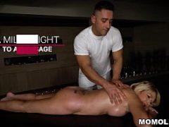 Safada mentiu pro marido e foi dar para o massagista