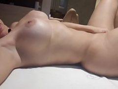 Coroa perfeitinha mostrando o corpo perfeito na web cam
