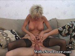 Corno assistindo esposa sentar na pica de outro